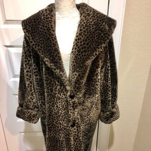 Jackets & Blazers - Leopard Print Faux Fur Coat with a Large Collar